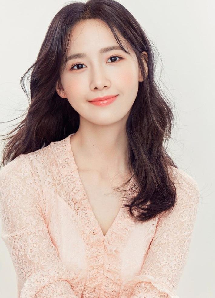 10 sao Hàn là hình mẫu PTTM của chị em: Mũi chuẩn phải như Irene và mợ chảnh Jeon Ji Hyun; mắt đẹp là giống Jennie, Yoona - Ảnh 2.