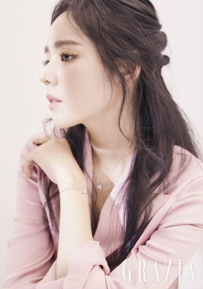 10 sao Hàn là hình mẫu PTTM của chị em: Mũi chuẩn phải như Irene và mợ chảnh Jeon Ji Hyun; mắt đẹp là giống Jennie, Yoona - Ảnh 7.