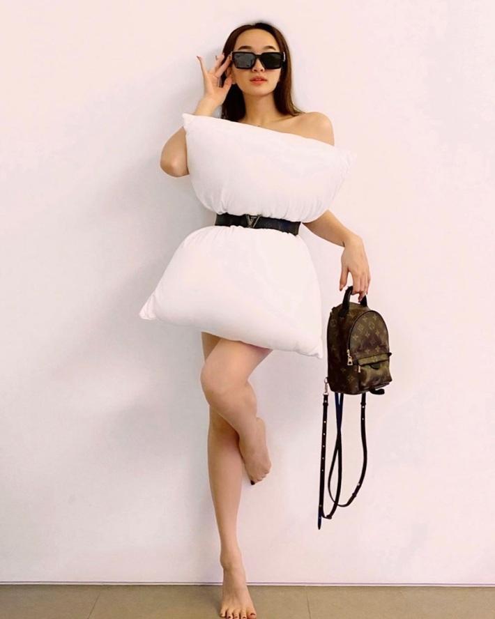 Cả dàn sao Việt, người mẫu, hot girl có chất đến mấy vẫn thua đẹp trước Trang Hý khi cùng đu trend lấy gối làm váy - Ảnh 5.