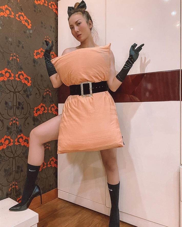 Cả dàn sao Việt, người mẫu, hot girl có chất đến mấy vẫn thua đẹp trước Trang Hý khi cùng đu trend lấy gối làm váy - Ảnh 6.