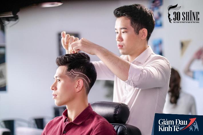 """CEO chuỗi cắt tóc đàn ông lớn nhất Việt Nam: Sợ khách hàng ở nhà lâu quá không chịu nổi, tự cắt trọc hết thì 30Shine thất nghiệp dài"""" - Ảnh 2."""