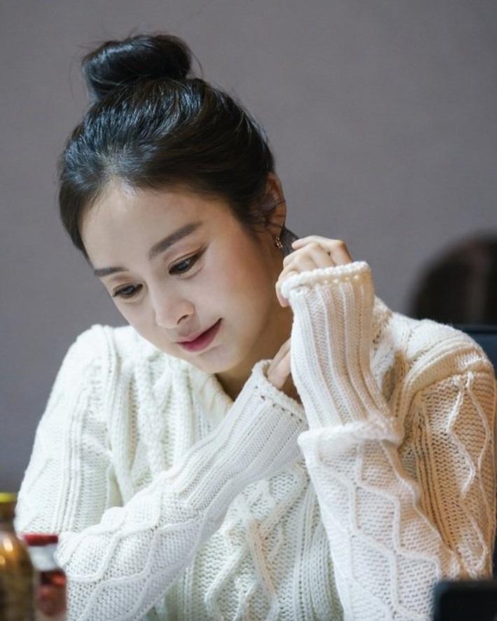 Mẹ ma Kim Tae Hee đã 40 tuổi nhưng vẫn bảo trì được sắc đẹp trường tồn với thời gian, bí quyết là gì nhỉ? - Ảnh 7.