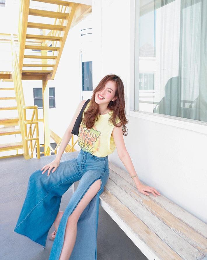Loạt sao châu Á mê nhiều kiểu quần jeans quái đản nhưng đều không gắt bằng 2 kiểu quần jeans cắt khoét đỏ mặt của các hot girl   - Ảnh 1.