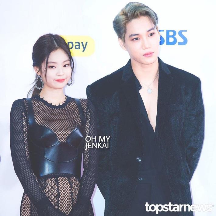 Cặp đôi thời trang phí của giời nhất đích thị là Jennie - Kai: Gái Chanel, trai Gucci chưa kịp làm bộ ảnh chung đã vội chia tay - Ảnh 1.