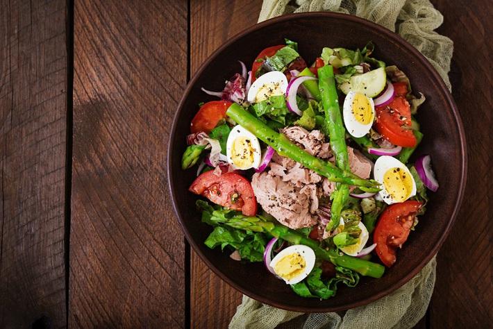 Thực đơn 3 món salad dễ làm tại gia giúp hội con gái yên tâm ăn ngon mà vẫn giữ dáng đẹp - Ảnh 1.