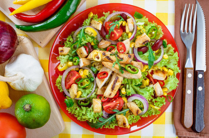 Thực đơn 3 món salad dễ làm tại gia giúp hội con gái yên tâm ăn ngon mà vẫn giữ dáng đẹp - Ảnh 2.