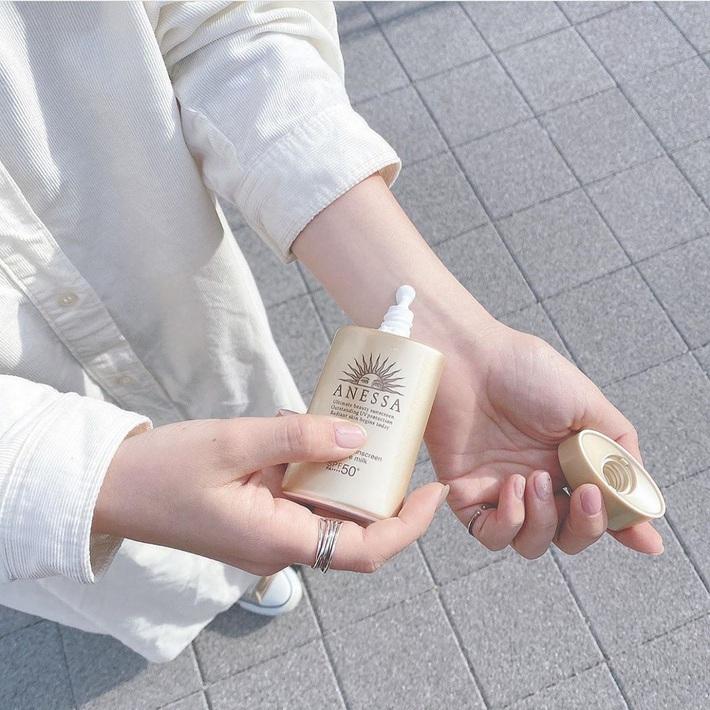 Kem chống nắng Anessa hot hit rất nhiều hàng fake, muốn mua hàng xách tay Nhật chuẩn thì đây là những shop bạn nên lưu lại ngay - Ảnh 3.