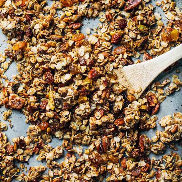 Granola có gì mà được Châu Bùi nghiện đến nỗi tự mày mò làm ở nhà để ăn ngon giữ dáng mỗi ngày? - Ảnh 1.
