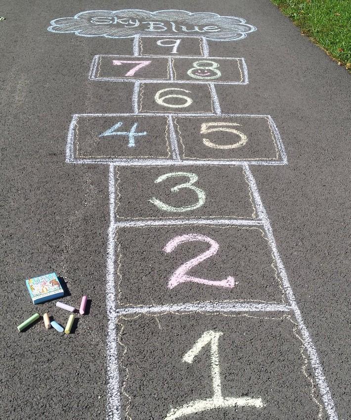 Không cần đến trung tâm đắt tiền, mẹ vẫn dạy con học toán vượt trội nhờ những trò chơi ít ai để ý này - Ảnh 1.