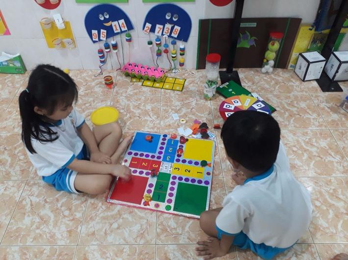 Không cần đến trung tâm đắt tiền, mẹ vẫn dạy con học toán vượt trội nhờ những trò chơi ít ai để ý này - Ảnh 3.
