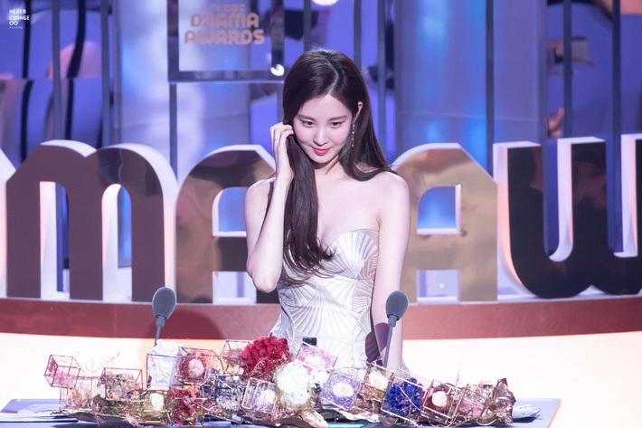2 năm trôi qua, tiên cá Seohyun với bộ váy vỏ sò hở ngọt vẫn khiến thiên hạ ná thở, chứng minh không cần SM vẫn sống tốt! - Ảnh 1.