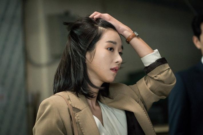 Ai cũng tiếc nuối khi mỹ nhân Seo Ye Ji cắt tóc ngắn, nhưng kiểu tóc này lại chế được bao phiên bản hay ho, nịnh mặt  - Ảnh 4.