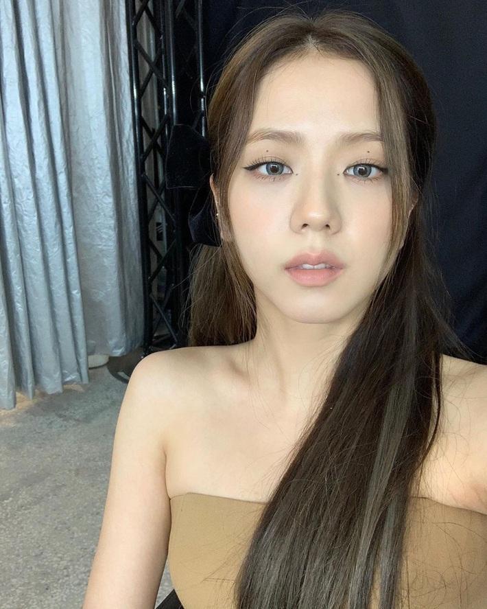 Quá ghen tị với Jisoo: Người đâu xinh đến mức cân hết những màu son bợt nhất, trông chẳng nhợt nhạt lại còn sang  - Ảnh 3.