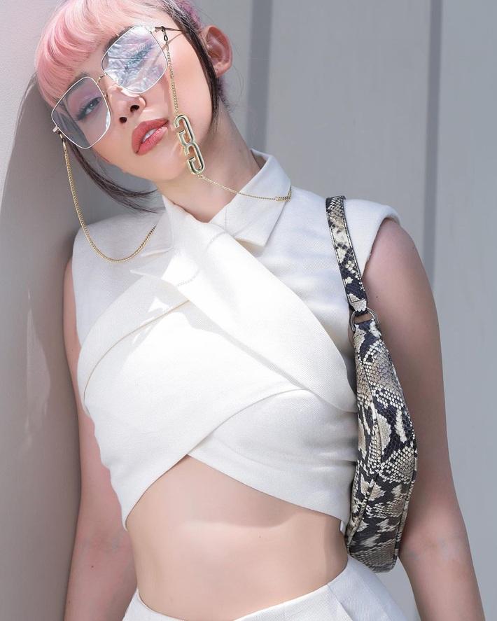 """Bộ suit Jennie"""" đi đâu cũng gặp ở Vbiz lúc này: Lan Ngọc, Tóc Tiên đều diện, riêng MLee sao y bản chính cả kiểu tóc - Ảnh 4."""