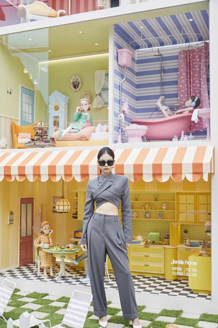 """Bộ suit Jennie"""" đi đâu cũng gặp ở Vbiz lúc này: Lan Ngọc, Tóc Tiên đều diện, riêng MLee sao y bản chính cả kiểu tóc - Ảnh 1."""