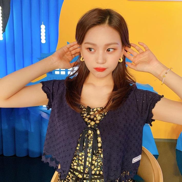 Jennie, Taeyeon đến Amee đều tích cực lăng xê cardigan buộc dây, không muốn tụt hậu thì các nàng hãy sắm ngay - Ảnh 4.