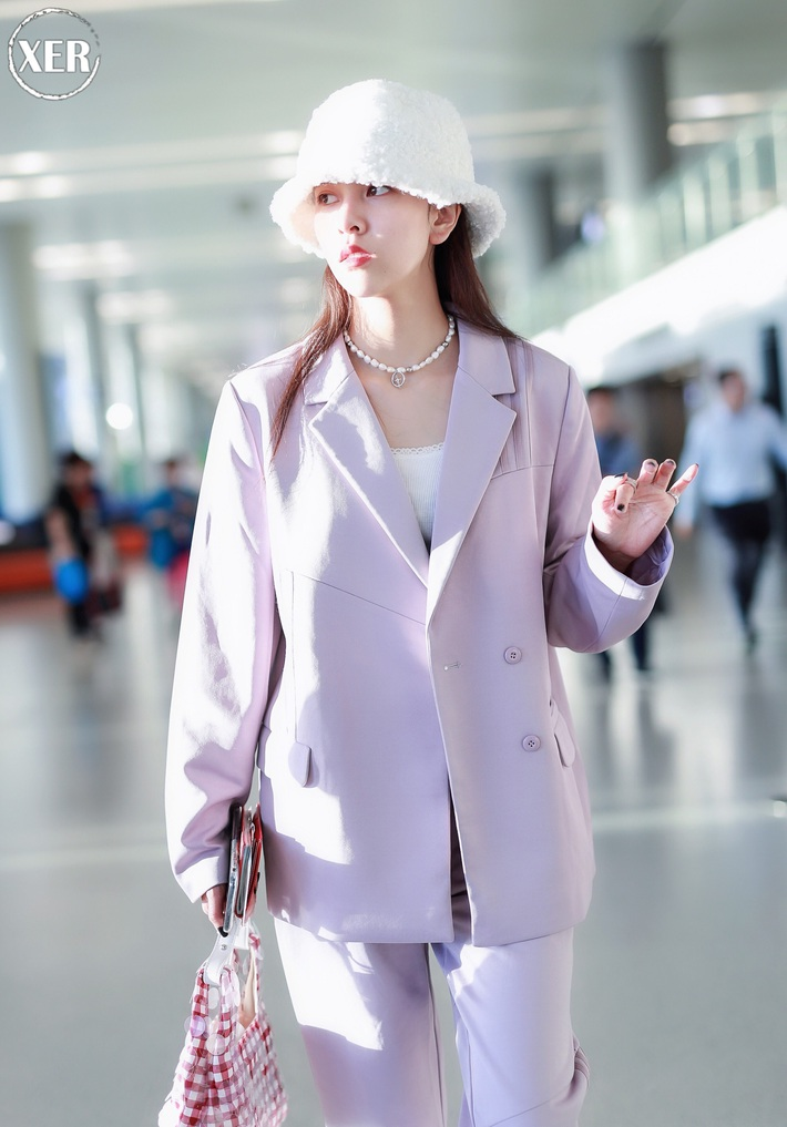 Mê hoặc loạt mỹ nhân Cbiz lúc này là blazer màu tím lilac, sắm theo là được khen ăn mặc có gu - Ảnh 6.