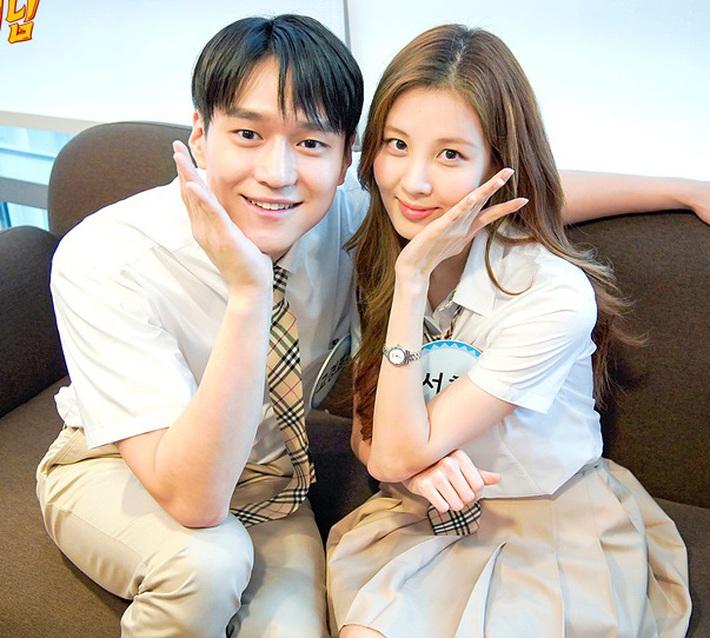Đã U30 mà Seohyun vẫn cosplay nữ sinh thành công, dùng đồ makeup bình dân mà xinh ra trò - Ảnh 3.