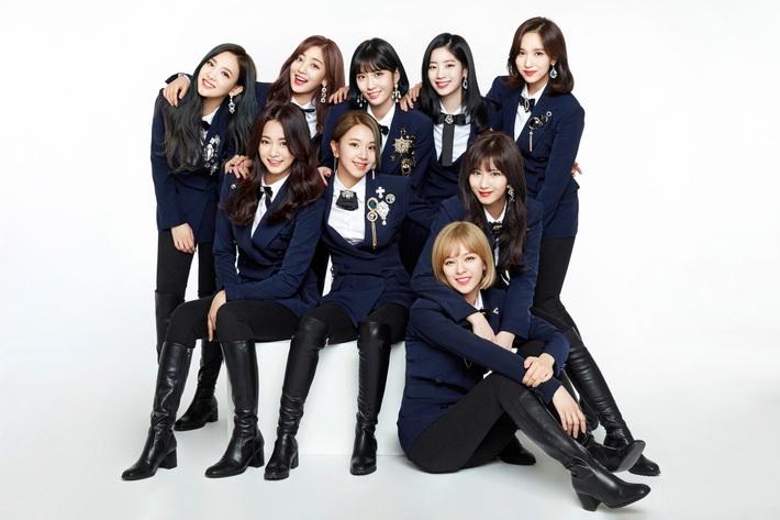 BLACKPINK, Red Velvet, Twice khi diện đồng phục: Ai cũng đẹp nhưng nhóm hay bị chê hóa ra lại chăm biến tấu chặt chém nhất - Ảnh 5.