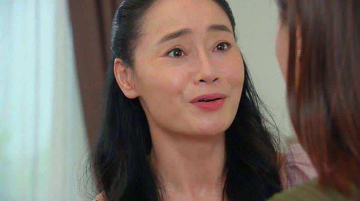 Hương vị tình thân: Bà Sa đòi thủ tiêu ông Sinh, Thy lén làm xét nghiệm ADN của em trai - Ảnh 3.