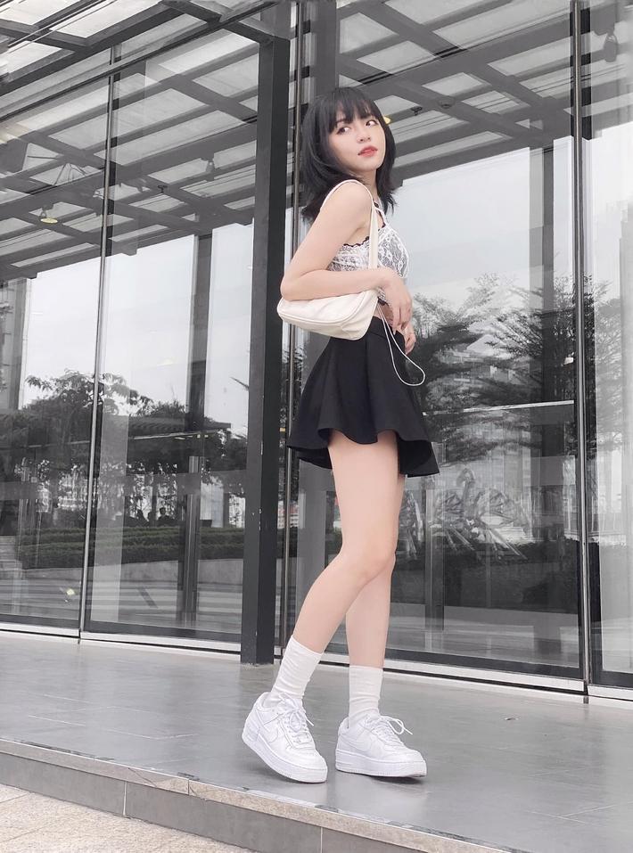 Không phải có mình Ngọc Trinh tự tin mặc bra top đi shopping, giới trẻ Việt giờ ra đường cũng sexy và táo bạo chẳng kém cạnh  - Ảnh 7.