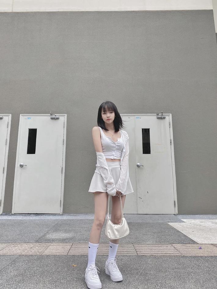 Không phải có mình Ngọc Trinh tự tin mặc bra top đi shopping, giới trẻ Việt giờ ra đường cũng sexy và táo bạo chẳng kém cạnh  - Ảnh 8.