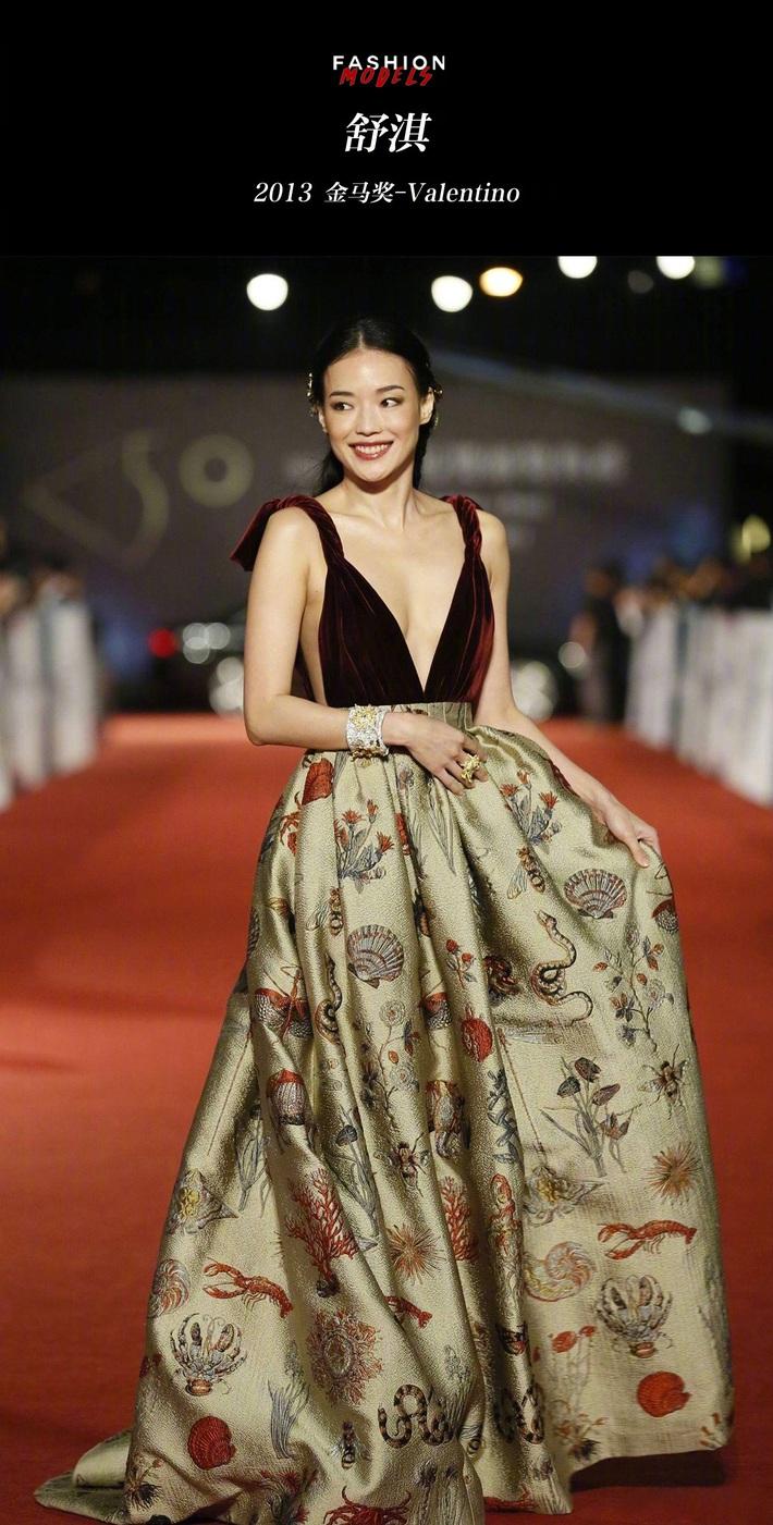 Những khoảnh khắc trên thảm đỏ ấn tượng của dàn mỹ nhân Hoa ngữ, đáng ngạc nhiên là không có Dương Mịch hay Địch Lệ Nhiệt Ba - Ảnh 17.
