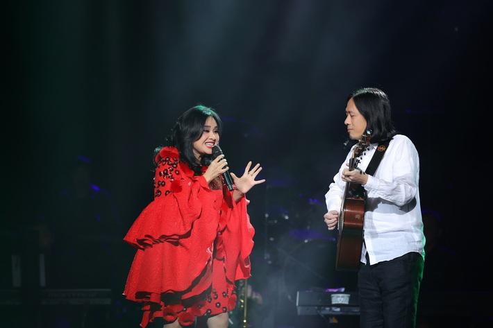 Thanh Lam lần đầu đứng chung sân khấu cùng con ruột và con riêng của bạn trai bác sĩ  - Ảnh 2.
