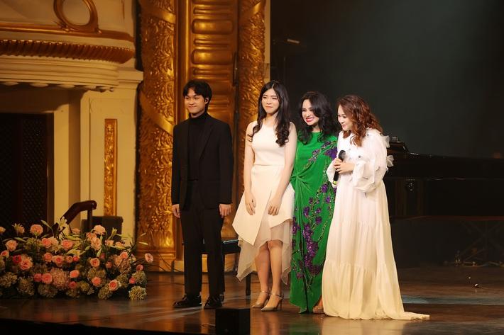 Thanh Lam lần đầu đứng chung sân khấu cùng con ruột và con riêng của bạn trai bác sĩ  - Ảnh 8.