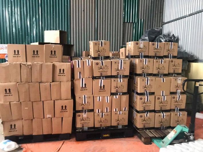 Bắt hàng nghìn can nước giặt giả mạo nhãn hiệu D-nee, Comfort, sản xuất bằng công nghệ xô chậu - Ảnh 5.