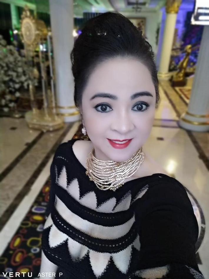 Góc soi: Những chiếc smartphone hàng khủng được bà Nguyễn Phương Hằng sử dụng - Ảnh 9.