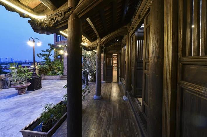 Nguyên một căn nhà cổ trăm tuổi trên tầng mái tạo nên ngôi nhà tân cổ giao duyên độc nhất vô nhị ở Việt Nam - Ảnh 6.