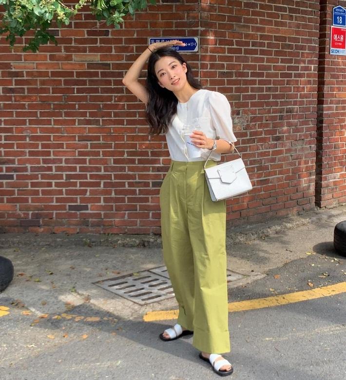 Lưu dần những gợi ý mặc đẹp từ gái Hàn để hết dịch không phải lo không có gì để mặc nữa - Ảnh 4.