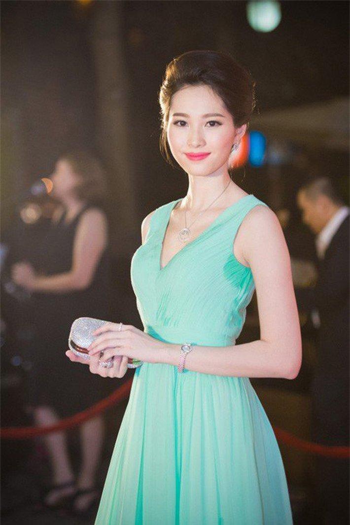 Hoa hậu Đặng Thu Thảo đẹp như tiên hạ thế mà có lần phải tủi hổ vì 1 chi tiết ngại ơi là ngại - Ảnh 2.