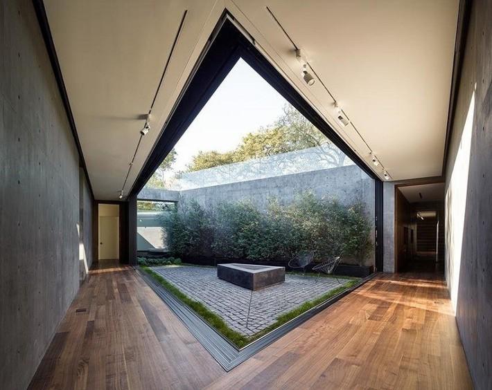 Nằm ở hẻm núi dưới tán cây sồi trăm tuổi, ngôi nhà gây ngạc nhiên nhờ kết cấu bất đối xứng đặc biệt - Ảnh 10.