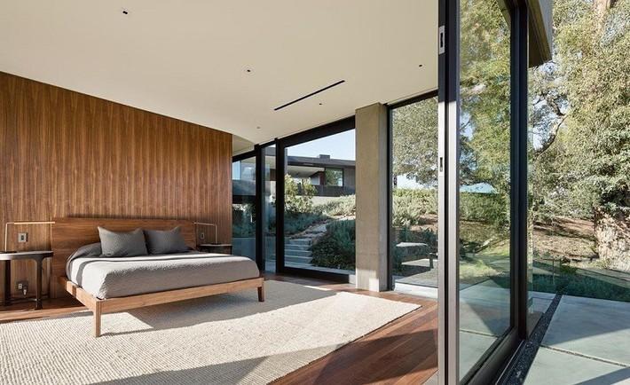 Nằm ở hẻm núi dưới tán cây sồi trăm tuổi, ngôi nhà gây ngạc nhiên nhờ kết cấu bất đối xứng đặc biệt - Ảnh 11.