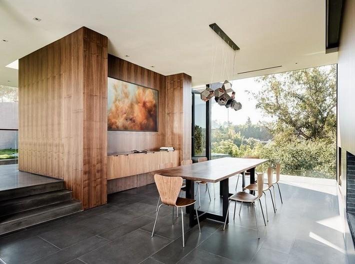 Nằm ở hẻm núi dưới tán cây sồi trăm tuổi, ngôi nhà gây ngạc nhiên nhờ kết cấu bất đối xứng đặc biệt - Ảnh 7.