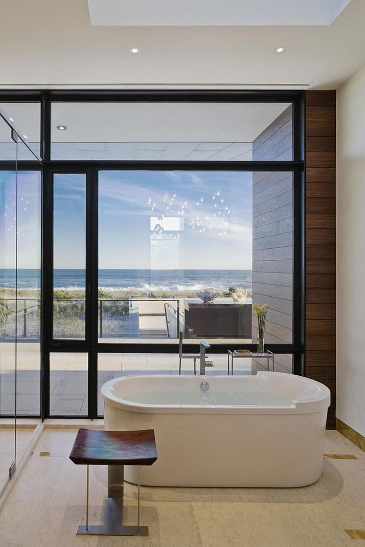 Bất kể lớn bé thế nào thì một căn phòng tắm với thiết kế bồn tắm luôn là tuyệt vời nhất - Ảnh 17.