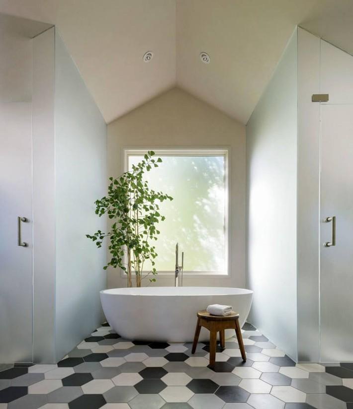 Bất kể lớn bé thế nào thì một căn phòng tắm với thiết kế bồn tắm luôn là tuyệt vời nhất - Ảnh 9.