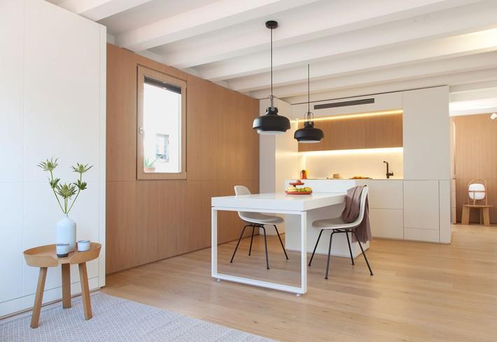 Nhà nhỏ nhưng không bí bách nhờ những món đồ nội thất đa chức năng   - Ảnh 1.