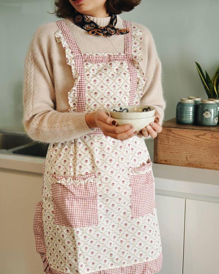 Bà nội trợ vẫn duyên dáng khi vào bếp với những mẫu tạp dề xinh tươi giá chỉ từ 50 nghìn đồng - Ảnh 4.