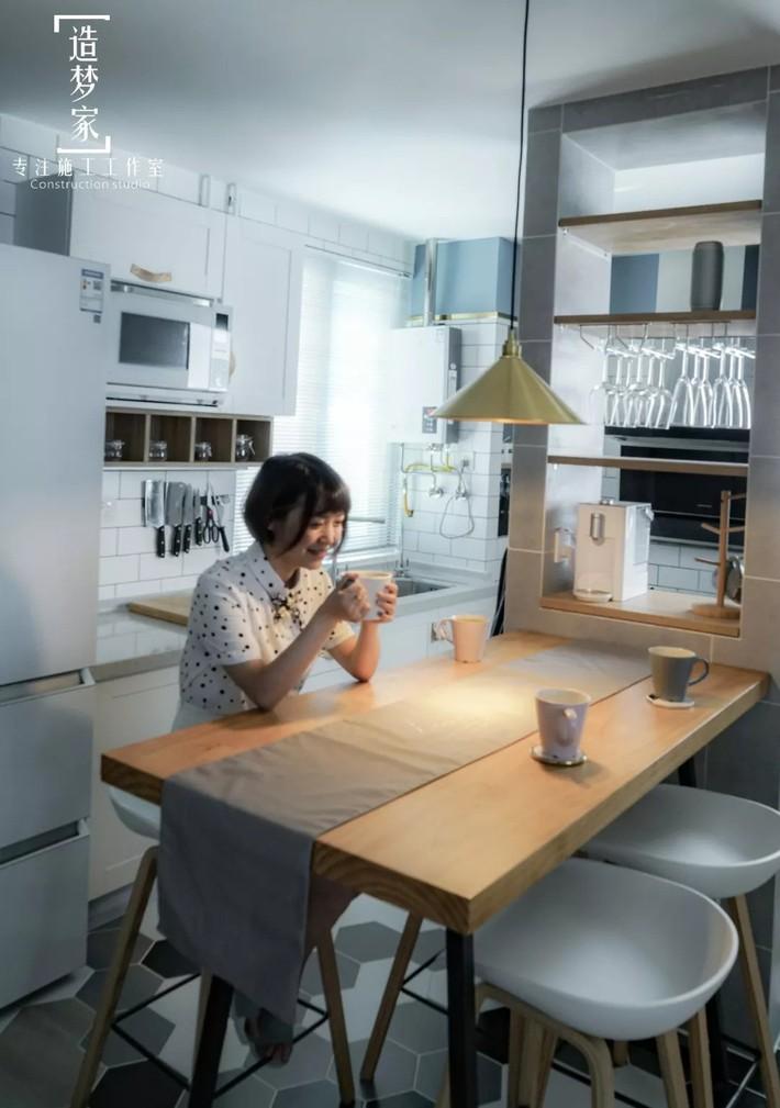 Cô gái sống vui vẻ trong căn hộ 90m2 nhờ vẻ đẹp đơn giản và tươi mới trong cách kết hợp màu sắc - Ảnh 8.