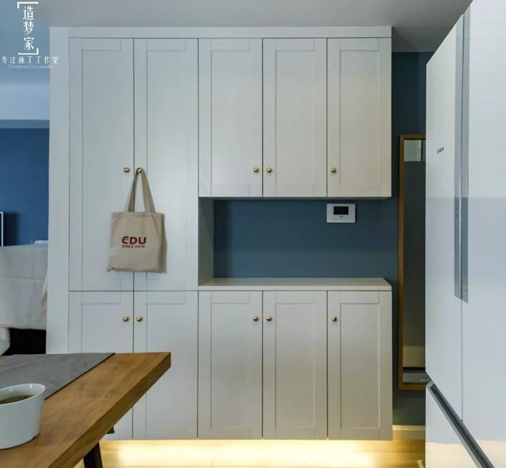 Cô gái sống vui vẻ trong căn hộ 90m2 nhờ vẻ đẹp đơn giản và tươi mới trong cách kết hợp màu sắc - Ảnh 2.