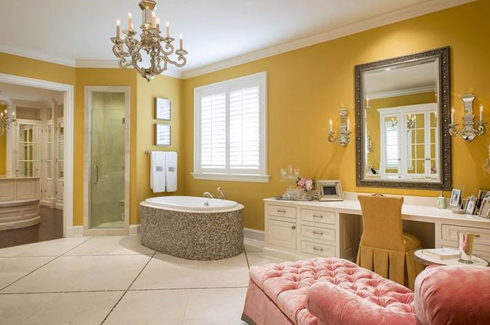 Nâng tầm vẻ đẹp của căn phòng tắm gia đình với thiết kế đèn chùm rực rỡ - Ảnh 1.