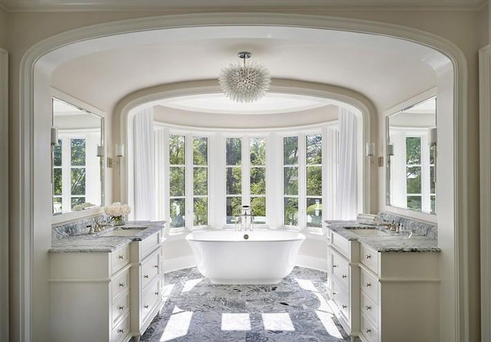 Nâng tầm vẻ đẹp của căn phòng tắm gia đình với thiết kế đèn chùm rực rỡ - Ảnh 11.