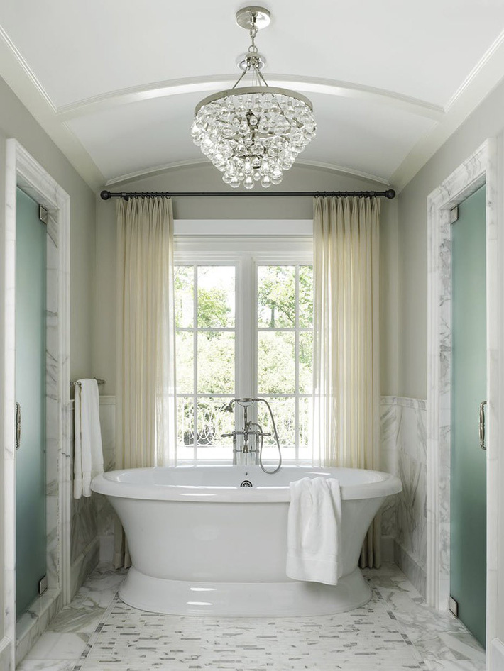 Nâng tầm vẻ đẹp của căn phòng tắm gia đình với thiết kế đèn chùm rực rỡ - Ảnh 13.