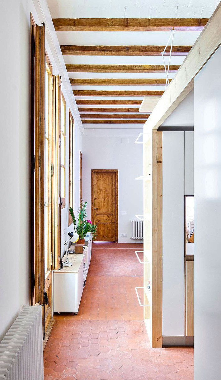 Căn hộ 70m2 có phòng bếp ẩn chứa vạn điều bí mật bên trong - Ảnh 2.