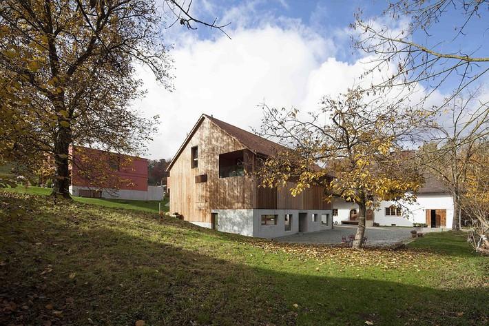 Nhà kho cũ kỹ lột xác thành ngôi nhà ngói đẹp hiện đại và tiện nghi - Ảnh 4.