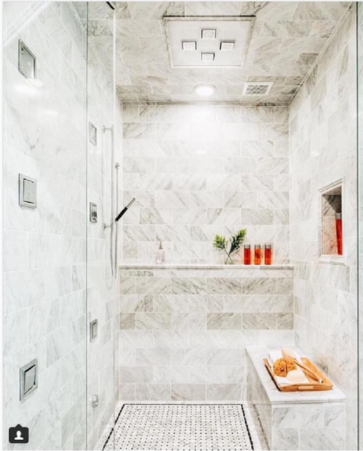 13 mẹo để làm cho phòng tắm nhà bạn thoải mái như một spa - Ảnh 2.
