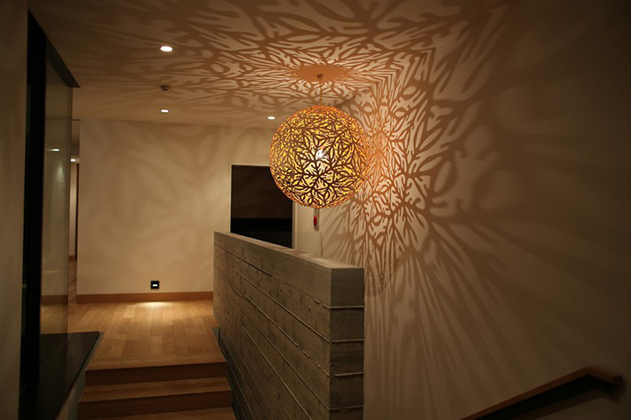 Có những mẫu đèn trang trí siêu ấn tượng này trong nhà thì còn sợ gì không gian sống đơn điệu - Ảnh 2.